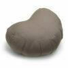 Zafu halvmaane meditationspude med kapok i farven Warm Grey fra Cocoon Company